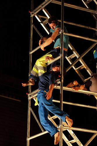 Eric Lecomte, Chloé Moura dans parade of construction - parades & changes, replay in expansion - Anna Halprin/Anne Collod © Jérôme Delatour
